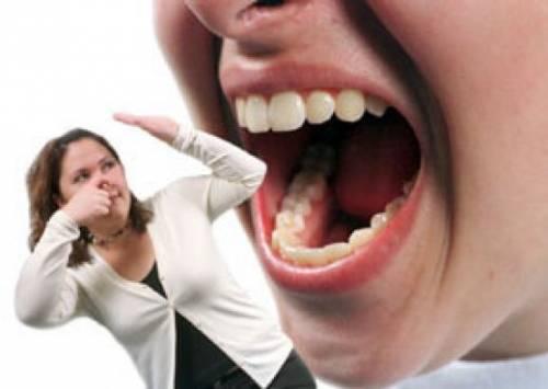 Как быстро удалить запах изо рта в