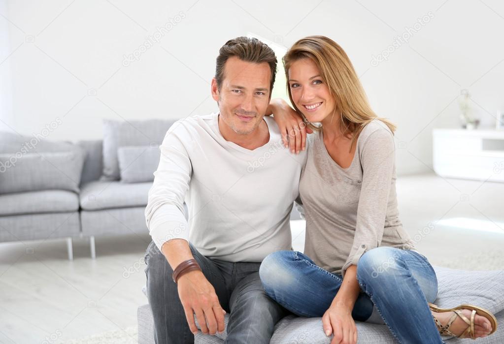 Название: depositphotos_53349731-stock-photo-40-year-old-couple-at.jpg Просмотров: 718  Размер: 65.5 Кб