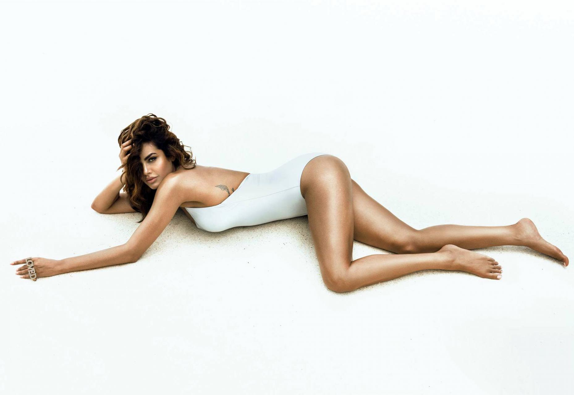 Название: esha-gupta-gq-bikini-shoot-5.jpg Просмотров: 136  Размер: 94.6 Кб