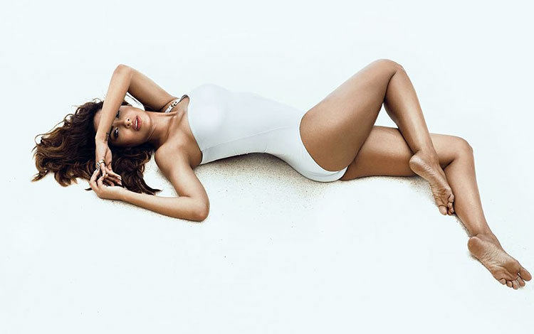 Название: 1Esha-Gupta-is-burning-hot-in-this-bikini-pic-from-her-photoshoot-for-a-leading-magazine.jpg